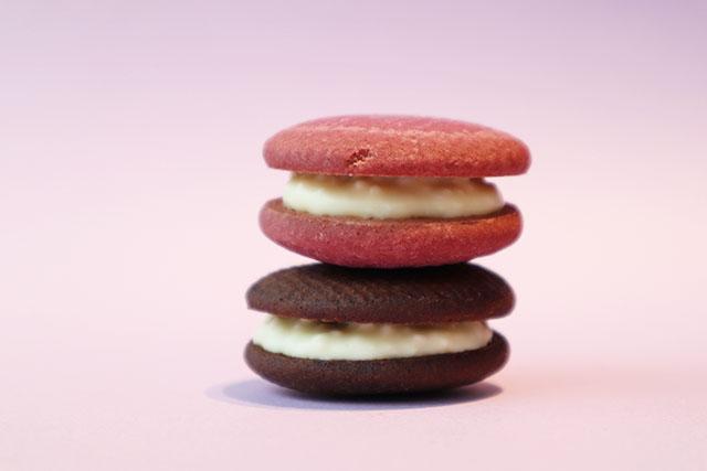 ICHICOROチョコレートパフサンド ブラックビターチョコレートと紅芋 3個入り432円(税込)