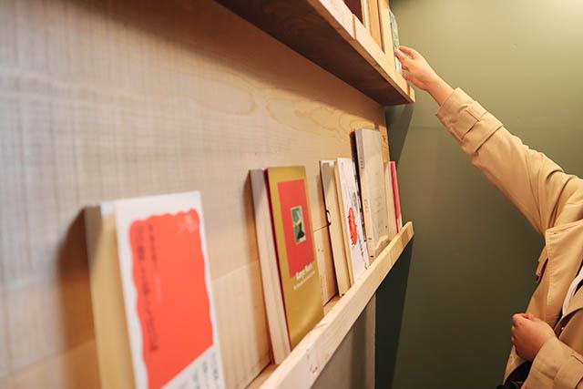 本の読める店 fuzkue 店内