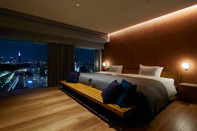 〈17階〉夜景を借景としたベッドルームにはキングサイズのベッドが2つ
