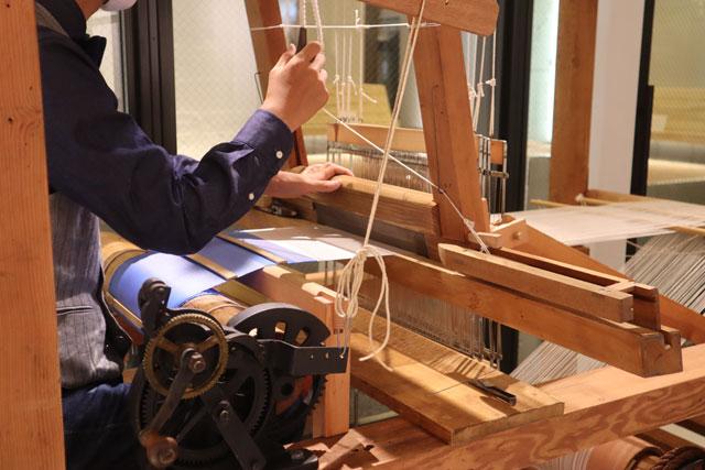 KUSKA & THE TANGO(クスカザタンゴ) 手織り機は常時展示しています