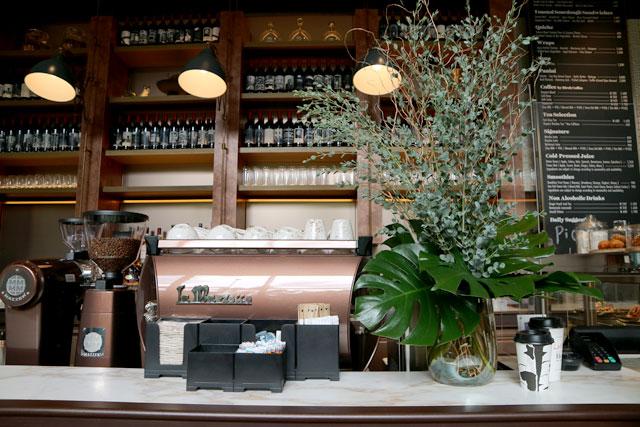 キンプトン新宿東京 NY密着型コーヒーショップの人気メニュー「バーチコーヒー」は要チェック