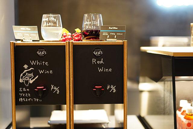 量り売りのワイン、会計はキャッシュレスで