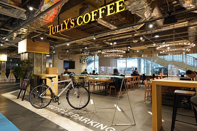 タリーズコーヒーは、ビアンキとのコラボグッズの販売もしています