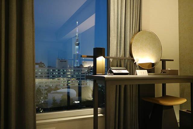 大きな窓から東京スカイツリー®が見える客室も