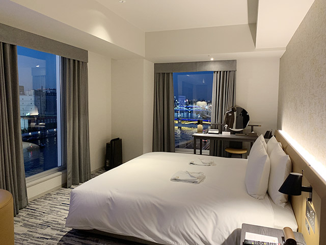 窓からの景色を借景とした客室