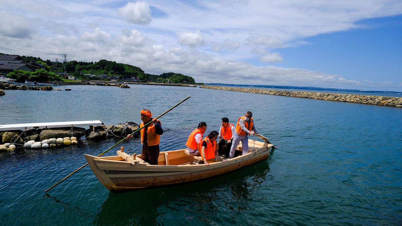 【1日1組の特別体験】能登・三室の漁村で美味しいランチと木造船の艪漕ぎ