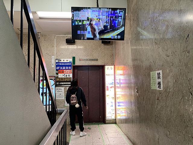 エレベーターで4階まであがります