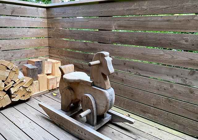 手作りの木の遊具