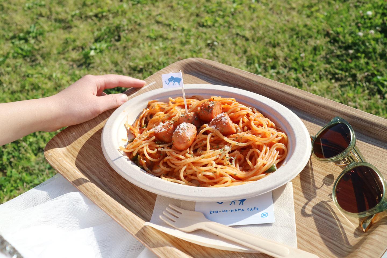 【横浜・みなとみらい】海ピクニック!「象の鼻カフェ」は海辺の憩い場|