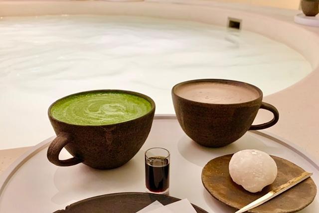 足湯で身体がポカポカ温まるので、ドリンクはアイスがおすすめです