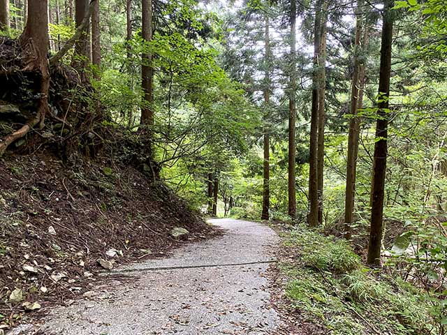 Most of the way up to Fudo Fall, which is located between block 8 to 18 is along this well-maintained path with a slight incline