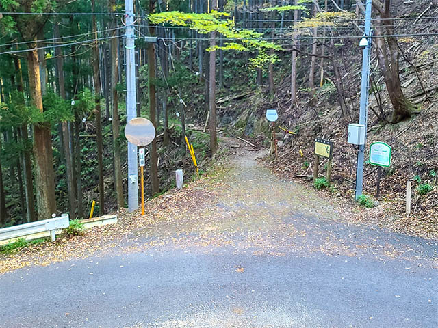 Across the street from the stair to find the trailhead to Mt. Atago (Nenogongen)