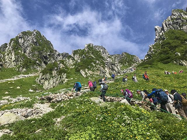 Intensive hikers going up the steep Hachozaka hill to the ridgeline, Nokkoshi Jodo.