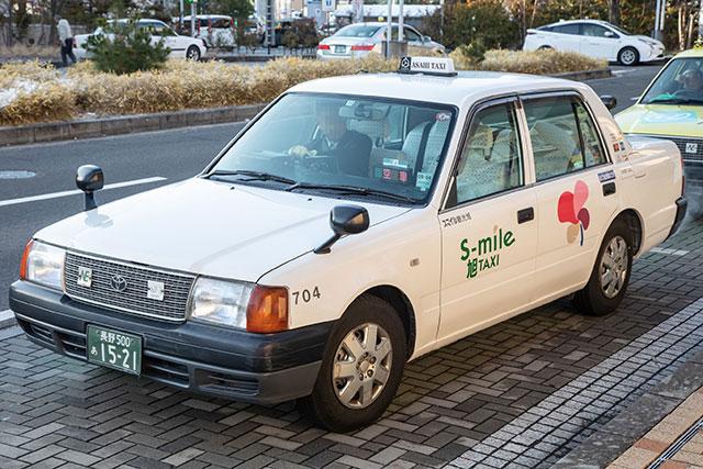 也可搭乘計程車前往