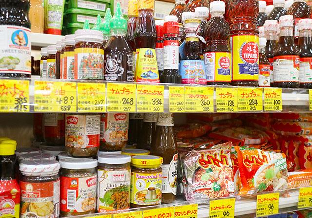 原宿舶来食品館 アジア圏の調味料も充実しています