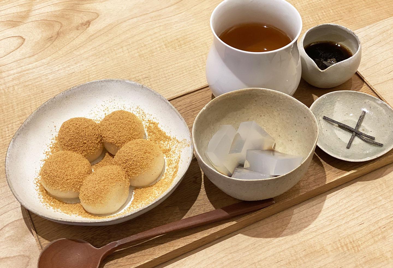 スイーツの宝庫・浅草!食べ歩きからカフェまで厳選の22品をご紹介。