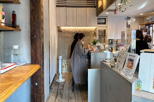 「Feb's coffee & scone(フェブズ コーヒー&スコーン)」店内