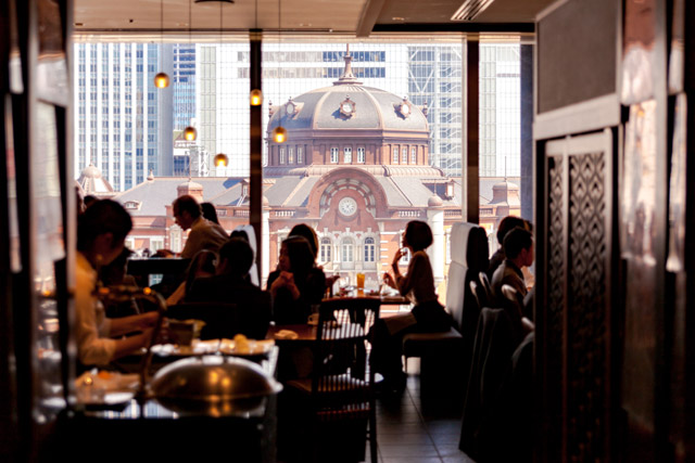Café in the building overlooking the Tokyo Station Building